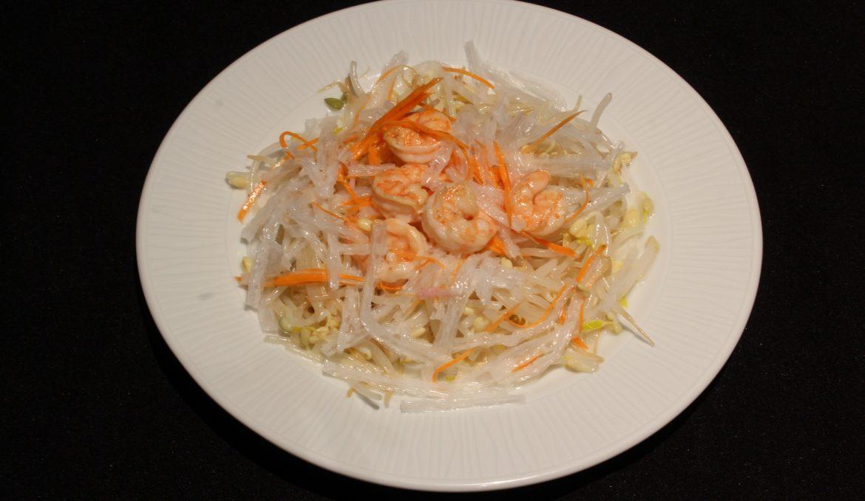 5. Ensalada de brotes de soja con gambas